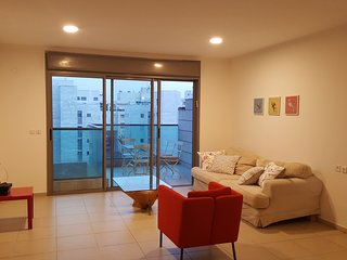 Ramat Aviv - 4 Bedroom & Balcony Family Apartment