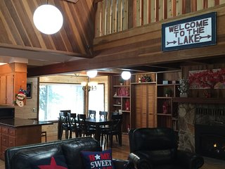 Newly renovated Spacious Wooden Cabin - next to Golf Course & State Park, South Lake Tahoe