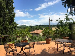 Chianti Spacious Apartment for Family + big garden and pool