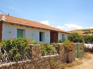 Khanfous Retreat: Rural Cottage with Ocean Views. Near Beach. Breakfast Included, Arcila