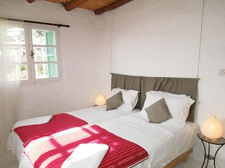 Khanfous Retreat: Rural Cottage with Ocean Views. Near Beach. Breakfast Included