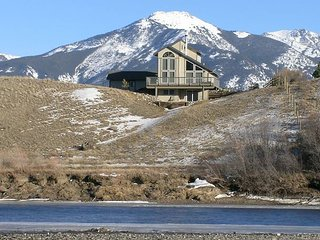 Great home located on the Yellowstone River!, Prier
