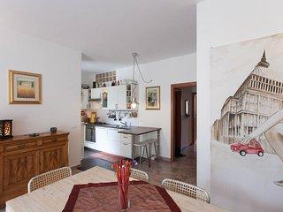 Cucina a vista su soggiorno living