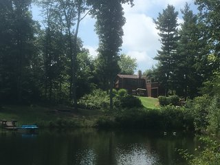 Secluded Cottage and Guest House. Beautiful pond