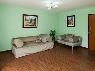 Main entrance, living and dinning room with cable TV, radio, WIFI