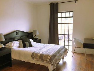 Longboat Lodge. Clean, comfortable, family accommodation at a great price., Noordhoek