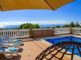 VILLA SANTUARIO NERJA LUXURY 3 BED VILLA PRIVATE POOL, Nerja