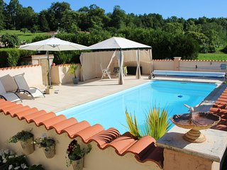 Les Hirondelles Rural Gite & Private Pool, ideal couples' retreat, Chalais