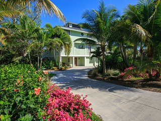 Gorgeous 4 Bedroom, 3 1\2 Baths, Heated Pool, Dock, Sanibel Island