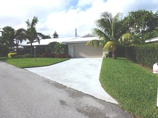 Juno Beach - 3/2 Beach House with Pool, 2 Blocks to Beach