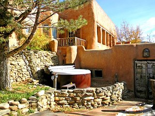 Adobe Hacienda Cottage Historic (1790) 5 miles south of Taos Plaza.