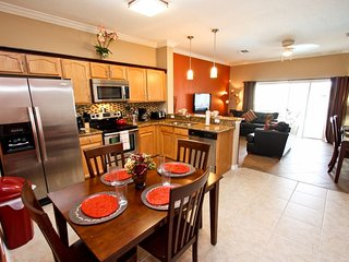 Beautifully Renovated Townhome with Private Pool, Clermont