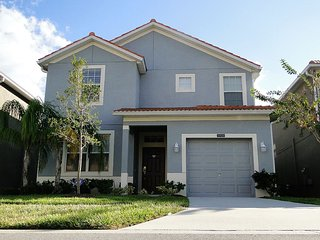 Family friendly, high luxury, and high tech home 20 minutes from Disney & Malls, Kissimmee