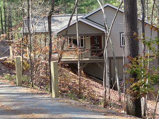 Asheville retreat just 10 miles north of downtown!  Peaceful & Private setting!