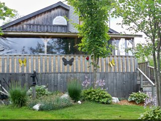 Familie Cottage with private lake & spa, Saint-Hermenegilde