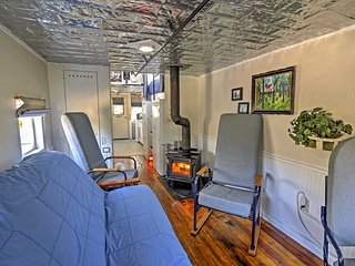 This cabin is ideal for groups of up to 4 guests.
