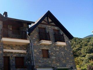Apartamento de montaña a 15 minutos de las pistas de esquí de Candanchú y Astún