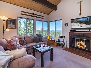 Ski-In/Ski-Out 3BR Condo w/ Loft – Access to Tahoe Donner 5-Star Amenities