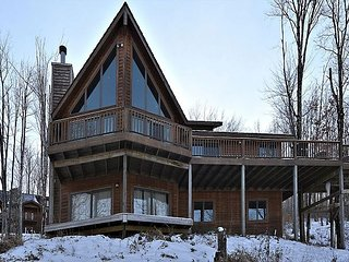 Dew West, charming ski house a short walk to the slopes at Timberline Resort!