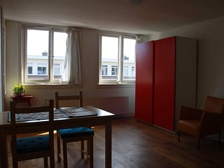 Lovely studio flat for couple or professionals in Amsterdam