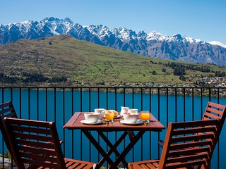 Views on Tussock, Queenstown luxury holiday home