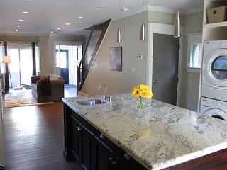 1 Trenton - Main/Upper 3 bedroom home - EAST YORK LUXURY!, Toronto