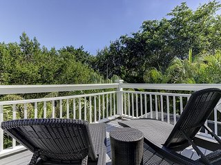 Gone Coastal: Stunning 3 BR Home Quick 4 Minute Walk to WGD Beach Access, Sanibel Island