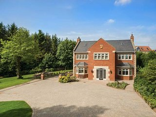 GAMEKEEPERS MANOR, grand, 6 bedrooms, woodburner near Chester-le-Street, Ref