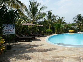 Cottage with Swimming Pool, Bar and Restaurant close to the beach