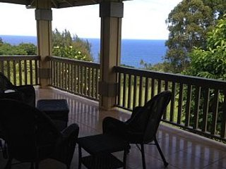 Spectacular Hamakua plantation house with ocean view & free wi-fi, Honokaa