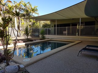 Blue Haven Holiday House on Magnetic Island SLEEPS 8, Horseshoe Bay