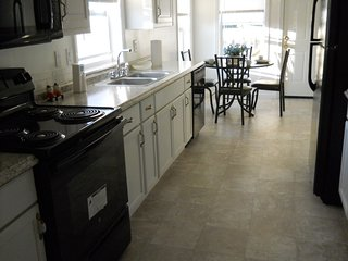 Affordable vacation home great for larger groups. Sleeps 13 .4 block's to bch, Panama City Beach