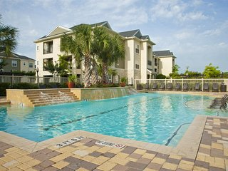 Pool View 2 Bedroom/2 Bath Condo in The Woodlands 21SC8, Conroe