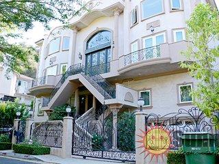 #61 Sunny Bev Hills Villa W/ Pool