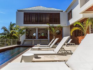 Luxe Modern Six-bedroom Cocosan Villa, Access to Geejam Hotel & Vintage Cars, Port Antonio