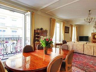 Grand Lepic - 4 Bedroom Duplex in Paris