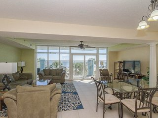 Luxurious Oceanfront 5 Bedroom Condo with Hot Tub at the Ocean Blue Resort