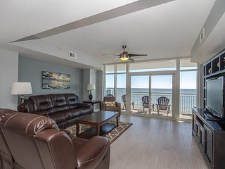Oceanfront Luxury Condo with amazing views, beautiful furnishings & decor!
