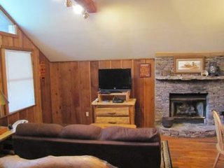 Cades Cove Hideaway Living area