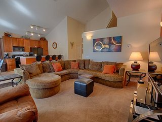 Acadia Estates 7 Bedroom Luxury Pool Home Close to Disney. 8012AE, Kissimmee