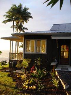 Onomea Bay Cliffside Cottage