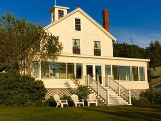 THE VILLA | EAST BOOTHBAY, MAINE | LINEKIN BAY | OCEAN BREEZES | PET FRIENDLY
