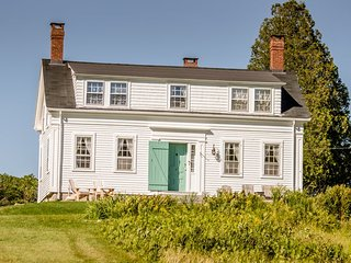 TARBOX COTTAGE | WESTPORT ISLAND | 600 FEET OF WATERFRONT | STUNNING VIEWS OF, Boothbay