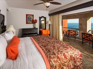 Encanto Ocean View Studio with King Size Bed and Breakfast for 2 Guests