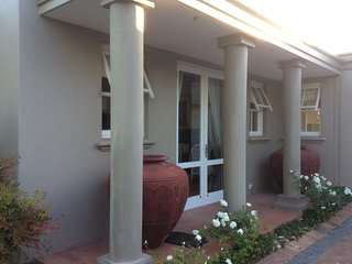 Secure Garden Cottage, Erinvale Golf Estate, Somerset West