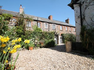 Grace Cottage, Porlock - Lovely village location - Sleeps 4 - Exmoor National Pa