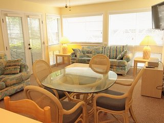 Great 2/2 Condo, 1st floor, 1 Block to the Beach..2 Pools, Tennis, clubhouse.. 10139