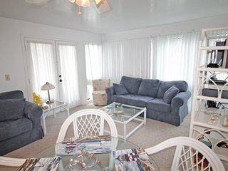 Great Condo Close to Both Pools, the Clubhouse and the Beach. 2106