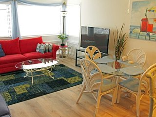 Beautiful Vacation Condo-New Hard Wood Floors 02107