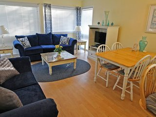 Awesome Vacation Condo ....Just steps to the beach!! 10239